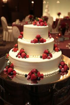Hochzeitszubehör A wedding cake full of dreams! A wedding cake full of dreams! See More- # Wedding C Amazing Wedding Cakes, Elegant Wedding Cakes, Wedding Cake Designs, Wedding Cake Toppers, Amazing Cakes, Creative Cake Decorating, Creative Cakes, Pretty Cakes, Beautiful Cakes