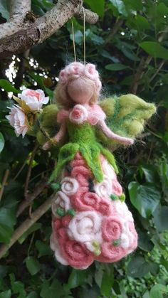 "Fairy ""Milleroses"" hushed to Waldorf-inspired needle. Wet Felting, Needle Felting, Felt Angel, Felt Fairy, Clothespin Dolls, Felting Tutorials, Fairy Dolls, Felt Toys, Felt Ornaments"