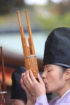 笙 Man dressed in kariginu playing a musical instrument called a Sho, the most beautiful, ethereal sound I've ever heard.