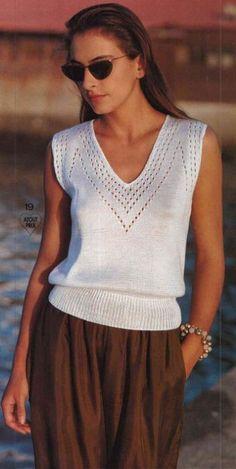 White T-shirt with a small pattern - Tricot - Design Knitting Stitches, Knitting Patterns Free, Knit Patterns, Free Pattern, T Shirt Branca, Summer Knitting, Knit Fashion, Knit Crochet, Clothes