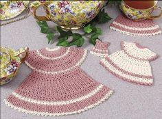 Pannenlap jurkje gratis haakpatroon. Voor het gratis haakpatroon om een pannenlap jurkje, onderzetter, keukenmagneet in de vorm van een keukenjurkje te