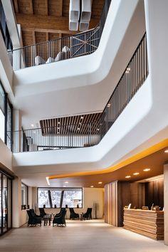 PORTFOLIO STUDIO SIMONETTI: Hall@Grand Hotel Courmayeur Mont Blanc, 5 star, architectural and interior design project, credits Diego De Pol su gentile concessione di Sviluppo Relais du Mont Blanc S.p.A. #grandhotelcourmayeurmontblanc #progettazionealberghiera #progettohotel #hoteldesign