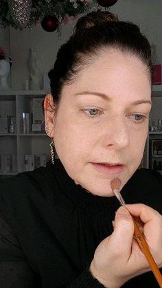 Ich zeige euch, wie man Mineral Loose Powder Foundation auftragen kann. Mein Favorit ist der von Kylie's Professional Serum, Anti Aging, Kajal, Kylie, Make Up, Beauty, Apply Foundation, Smudging, Healthy Skin