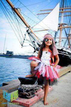 Pirate Costume, Pirate Tutu, Captain Hook, Peter Pan, Skull and Bones Costumes Avec Tutu, Halloween Tutu Costumes, Halloween Costumes You Can Make, Halloween Outfits, Diy Costumes, Halloween Kids, Halloween Party, Diy Pirate Costume For Kids, Scarecrow Costume