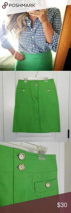 TALBOT'S Kelly Green Pencil Skirt. Kelly green pencil skirt. Size 4, true to size. Has a tiny bit if Stretch. Super nice,sturdy fabric. Gold buttons. In LIKE NEW CONDITION. Talbots Skirts Pencil