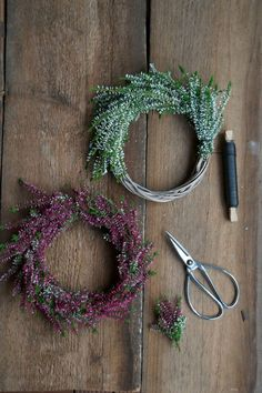 "Heather-wreaths and my week at the ""perfect dinner"" on VOX . - Weihnachts Decko - The Dallas Media Diy Fall Wreath, Autumn Wreaths, Fall Diy, Christmas Diy, Christmas Wreaths, Christmas Decorations, Corona Floral, Painted Pumpkins, Dried Flowers"