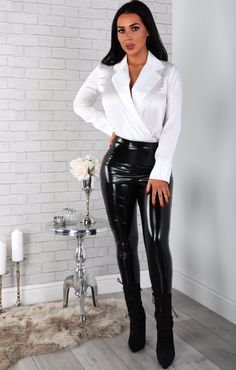 So elegant and sexy Wet Look Leggings, Shiny Leggings, Leggings Are Not Pants, Leather Pants Outfit, Leather Trousers, Grey Fashion, Leather Fashion, Womens Fashion, Street Fashion