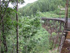 Side_view_of_Mine_Creek_trestle_-_John_Wayne_Pioneer_Trail_(2015).jpg (4000×3000)