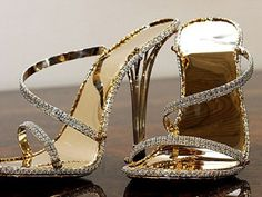 WAS the World's most expensive shoes worth The design is made entirely from solid gold and more than diamonds. Designed by British jewellery designer Christopher Michael Shellis. Now beaten by the Princess Constellation Stilettos at Most Expensive Shoes, Expensive Gifts, Expensive Jewelry, Bling Bling, Diamond Shoes, Gold Shoes, Gold Jewellery Design, Gold Jewelry, Unique Jewelry