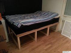 Sängförvaring för 120cm-säng. Rymmer ca 800 liter saker i tre stora lådor.
