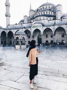 First day in Istanbul and I already fell in love with it! Hijabi Girl, Girl Hijab, Hijab Outfit, Modesty Fashion, Abaya Fashion, Muslim Fashion, Travel Pose, Hijab Stile, Istanbul Travel