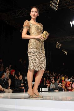 Classy modern kebaya dress from Jakarta Fashion Week: Yasra