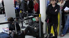 Caos en aeropuertos por conflicto laboral - El Tribuno.com.ar