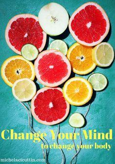 Creare uno stile di vita sano non significa trovare la giusta dieta. Significa cambiare il proprio modo di pensare, trasformare il rapporto con il cibo diventando consapevoli delle abitudini sbagliate e utilizzare questa consapevolezza per crearne di nuove e più salutari.