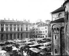 Vita e mercato in Piazza Grande all'ombra del #Duomo di #Modena.