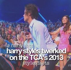 i watched it happen and laughed my butt off and ten my sister told me 2 shut up but my laugh is too loud so I didn't hear her One Direction Facts, I Love One Direction, Harry Styles Facts, Larry Shippers, Five Guys, Cher Lloyd, First Love, My Love, 1d And 5sos