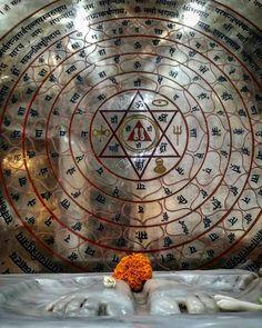 Pada and Yantra, Pune, Maharashtra Hanuman Wallpaper, Lord Shiva Hd Wallpaper, Lord Vishnu Wallpapers, Shri Yantra, Shri Hanuman, Shiva Parvati Images, Lord Krishna Images, Vedic Mantras, Hindu Mantras