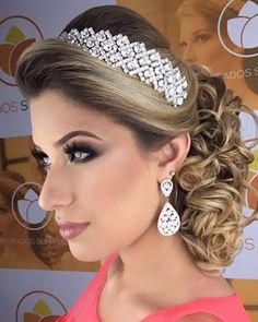 Discover penteadossonialopes's Instagram Apaixonada  PenteadosSoniaLopes ✨ . . . #sonialopes #cabelo #penteado  #noiva #noivas #madrinha #casamento #hair #hairstyles #hairstyle #weddinghair #wedding #inspiration #instabeauty #beauty #makeup #braids #braidideas #cabeleireiros #curl #curls #penteados #noivassp #noivassalvador #haircut #hairdo #hairstyling #hairideas #peinado 1572026702795901548_1188035779