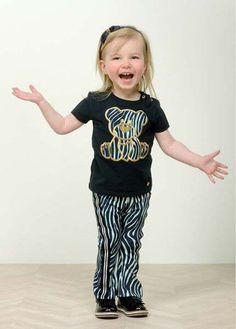 Zebra print is een echte modetrend en de meiden zijn er dol op! #kinderkleding #kidsmode #kindermode #print #trend #zebra #girlslook #meisje #inspiratie #flared #pants #shirt Kids Mode, Flare Pants, Chic, Prints, Fashion Trends, Shabby Chic, Bell Bottoms, Elegant, Elephant Pants