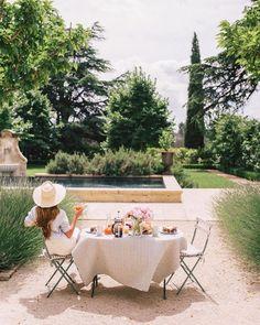 Enjoy the summer outdoors   Image via @juliahengel