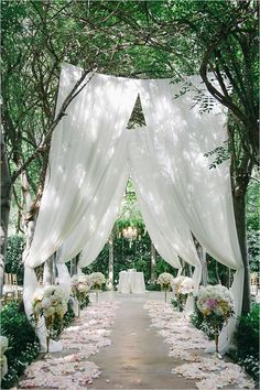 outdoor wedding ceremony decorations garden wedding aisle 35 Brilliant Outdoor Wedding Decoration Ideas for 2018 Trends - EmmaLovesWeddings Wedding Aisle Outdoor, Wedding Aisles, Wedding Backyard, Outdoor Weddings, Outdoor Events, Party Outdoor, Wedding Table, Wedding Walkway, Garden Weddings