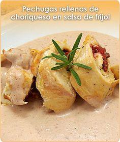 Pechugas rellenas de choriqueso en salsa de frijol
