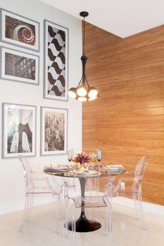 Sala de jantar com personalidade que flutua.   RN PENN Tower | Kartell Cadeiras | Sandra Picciotto.