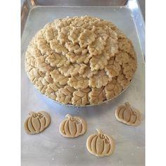 It's Pie Time! Fresh Apple Pie ready to get baked! #apple  #applepie #pie #dessert #freshfruit #customsugar #custompie #thanksgiving #food #sugar #piecrust #funpieideas #funwithdessert