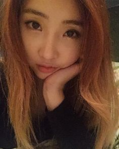 "Minzy: ""인스타그램 들어왔으면 나랑 아이컨텍하구 가 ㅋㅋㅋ If you're in Instagram, you have to hold eye contact with me! Lol #likeafacetime"""