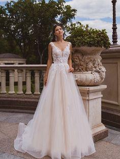Rustic Elegant Wedding Dress, Layered Wedding Dresses, Bridal Dresses, Fairy Wedding Dress, Sheer Wedding Dress, Wedding Dress Sleeves, Evening Dresses With Sleeves, Queen, Simple Dresses