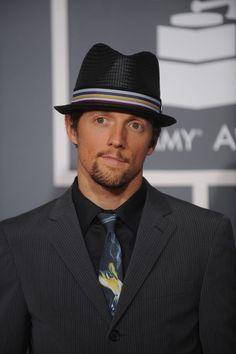 JASON MRAZ. Perfect suit, tie, hat, and music.