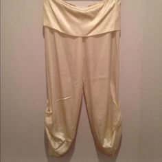 White satin capris White satin capris with a foldable waistband and bottom-side tie decoration Alexis Pants Capris
