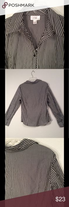 🌺ANN TAYLOR LOFT LONG SLEEVED BLOUSE. LIKE NEW 14 🌺ANN TAYLOR LOFT SIZE 14 STRIPED BLOUSE.  BUTTON DOWN LONG SLEEVED TOP TO WEAR UNDER A SWEATER OR JACKET OR VEST OR WITH PANTS OR A SKIRT. VERY VERSATILE. MACHINE WASHABLE 100% COTTON. YOU ARE GOING TO LOVE ❤️ THIS CUTE AND COMFORTABLE BLOUSE. ANN TAYLOR Tops Button Down Shirts