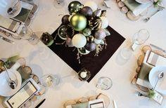 Christmas table centerpiece: a Styrofoam ball, ornaments, ribbon, cinnamon sticks, a few branches, fake moss and a vase #DIY
