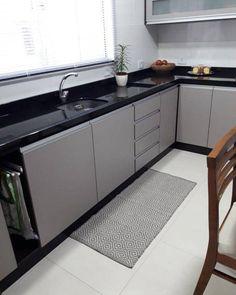 Cozinha em L: 70 modelos funcionais para incorporar no seu projeto Kitchen Room Design, Kitchen Cabinet Design, Modern Kitchen Design, Home Decor Kitchen, Interior Design Kitchen, Decorating Kitchen, Kitchen Furniture, Modern Interior, Interior Decorating