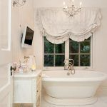 Check Out 25 Lovely Shabby Chic Bathroom Design Ideas. Shabby chic bathrooms are so cute that when you see them, you just can't get enough! Baños Shabby Chic, Cocina Shabby Chic, Shabby Chic Interiors, Shabby Chic Bedrooms, Shabby Chic Kitchen, Shabby Chic Furniture, Modern Furniture, Chabby Chic, Shabby Cottage