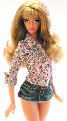 Is it just me who thinks that Barbie is looking more like a porn star than a fashion doll? i mean I like my dolls to look sexy too but there's a fine. Barbie Top, Barbie And Ken, Barbie Dress, Barbie Clothes, Chic Chic, Beautiful Barbie Dolls, Pretty Dolls, Diva Dolls, Poppy Parker