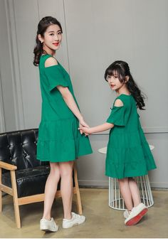 Doll fashion daughters 16 Ideas for 2019 Mother Daughter Fashion, Mom Daughter, Girls Dresses, Summer Dresses, Facon, Mom And Baby, Baby Dress, Kids Fashion, Fashion Men