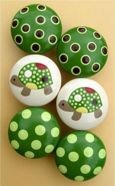 See more ideas about Rock crafts, Easy Rock painting and Painted rocks.These are pretzels but this simple design could easily be painted on rocks. Pebble Painting, Dot Painting, Pebble Art, Stone Painting, Pebble Stone, Turtle Painting, Rock Painting Ideas Easy, Rock Painting Designs, Paint Designs