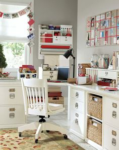 American classic home office by Pottery Barn. At once workspace, craft central and inspiration zone, this home office is the perfect blend of function and fun. Chic Home, Room Design, Craft Room Office, Home, Home Office Organization, Home Office Furniture, Home Office Design, Shabby Chic Homes, Home Decor