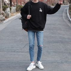 These best casual shirts for men will help you upgrade your wardrobe without breaking the bank. Every man should want to look better. Stylish Mens Outfits, Casual Outfits, Men Casual, Fashion Outfits, Hipster Outfits Men, Hipster Clothing, Rock Outfits, Stylish Clothes, Emo Outfits