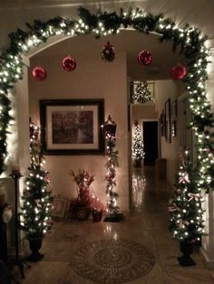 20 Simple Last Minute Christmas Holiday Centerpiece Ideas «… - Christmas Pictures Cozy Christmas, Rustic Christmas, Beautiful Christmas, Simple Christmas, Christmas Holidays, Christmas Tree Ideas, Christmas Fireplace, Christmas Pictures, Indoor Christmas Decorations