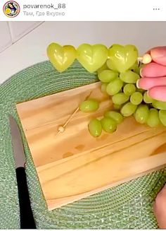 Easy Food Art, Creative Food Art, Diy Food, Cute Food, Good Food, Yummy Food, Party Food Platters, Food Carving, Food Garnishes