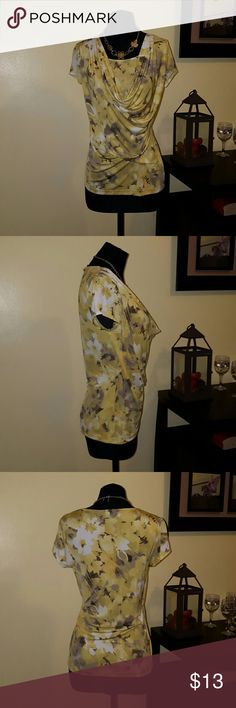 ♳((FLORAL TOP!)) Fun floral short sleeve shirt. Worn 1 time. In good condition. Anne Klein Tops Tees - Short Sleeve