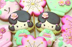 Hinamatsuri! Japanese dolls to celebrate Girl's day in Japan ! #March3RdIsGirlsDayInJapan #Japan #ひな祭り #日本文化  Bonequinhas japonesas para celebrar o dia das meninas no Japão! #Japao #Tradicao  #CreatedByDearSweet  #DearSweet #DecoratedCookies #CookiesDecorados #CookieArt #SugarArt #ProudOfBeingJapaneseDescendent by dearsweet_cookiesco