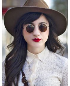 7c870215b20 Retro sunglasses big hat such a retro-chic style for dressing down but  staying fashionable