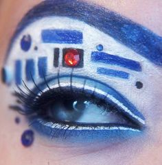 Loving the uniqueness of this makeup. R2d2 make up so sick