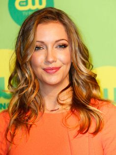 Katie Cassidy At CW Upfronts — Get Her Gorgeous Curls ForSummer