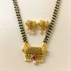 Gold Temple Jewellery, Gold Jewellery Design, Gold Jewelry, Beaded Jewelry, Gold Mangalsutra Designs, Ankle Jewelry, Pearl Earrings Wedding, Jewelry Patterns, Indian Jewelry