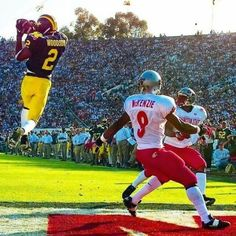 1998 Rose Bowl interception in end zone by Heisman Trophy winner Charles Woodson. Go Blue! College Football Players, Football Fans, Collage Football, Michigan Go Blue, Michigan Travel, Charles Woodson, Michigan Wolverines Football, Football Pictures, University Of Michigan